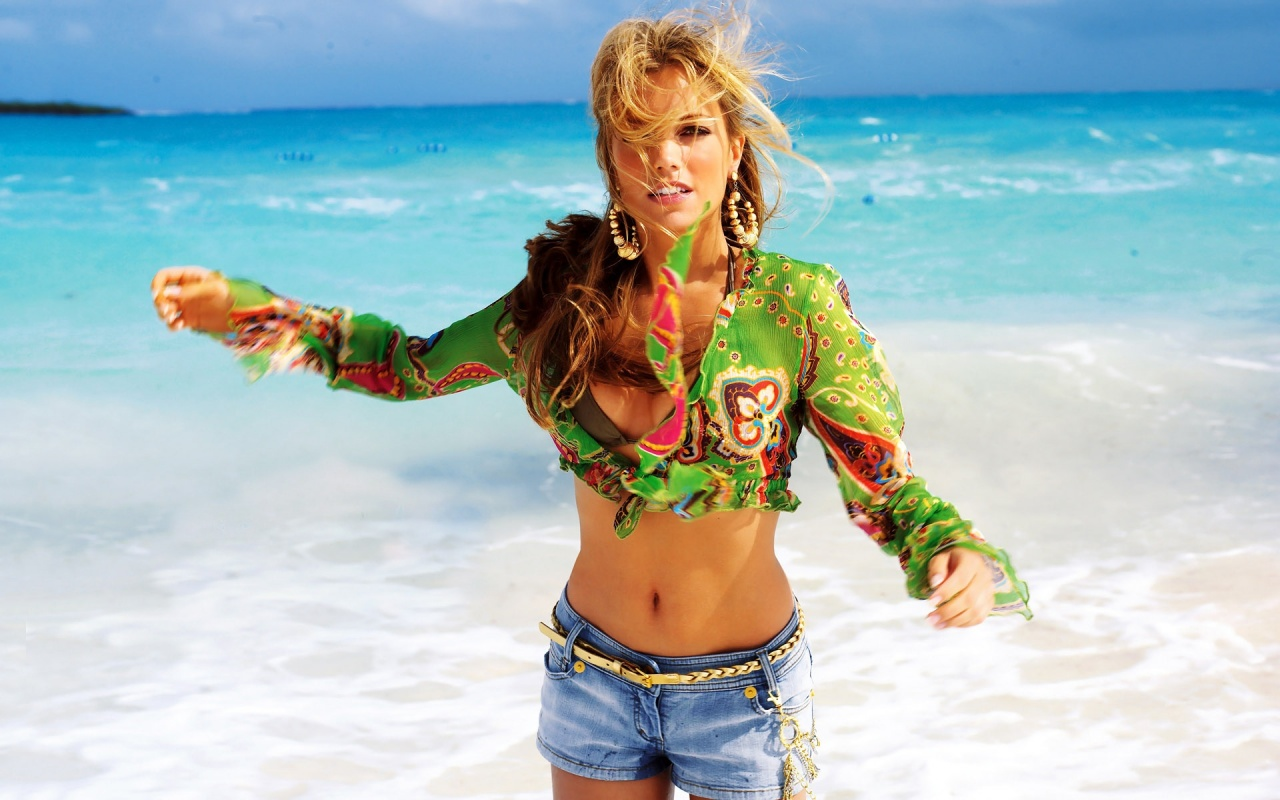 Sylvie Van Der Vaart In Beach Backgrounds