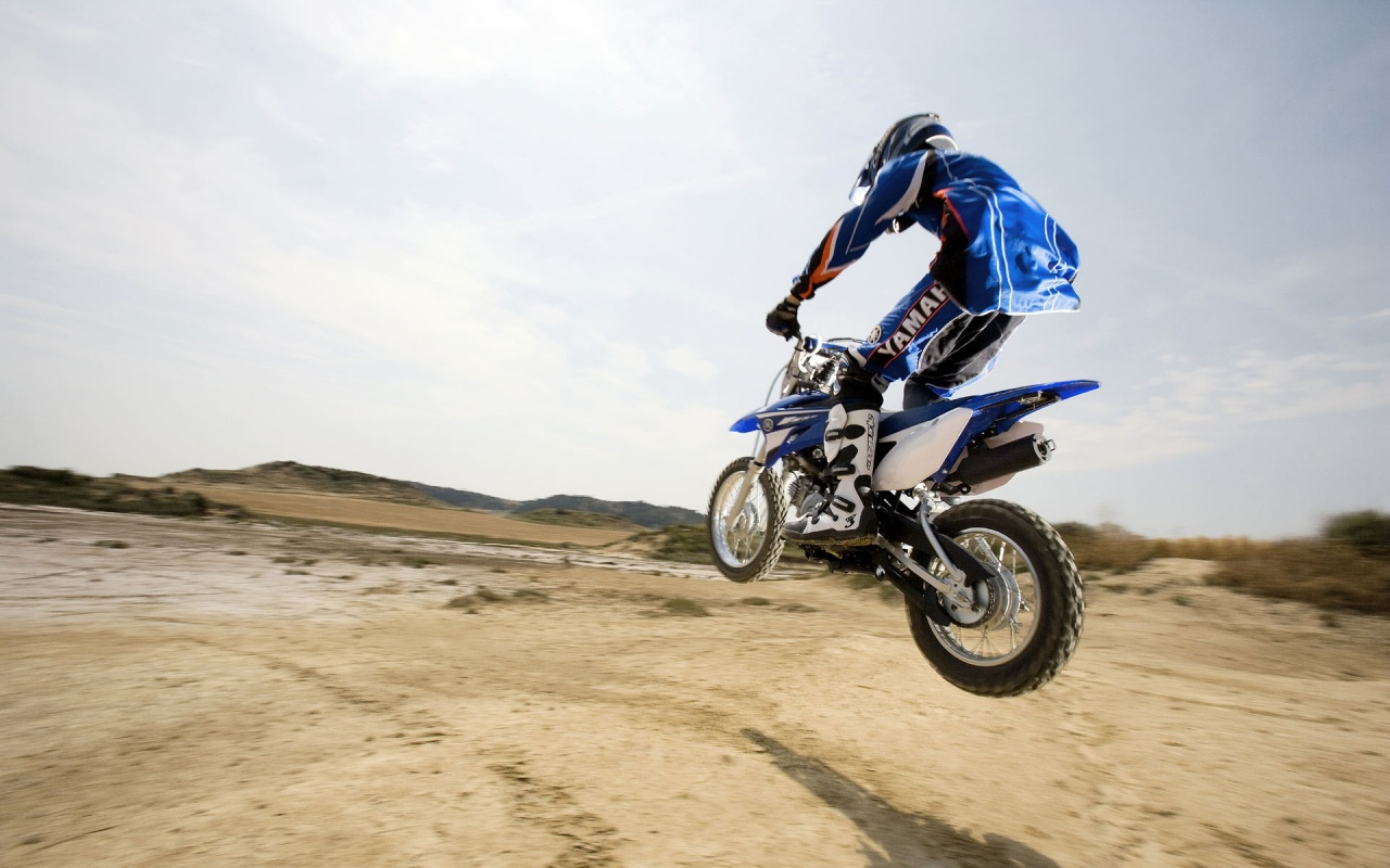 Yamaha Bike Jump Backgrounds